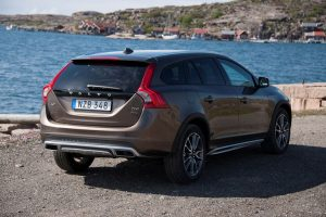 163229_volvo_v60_cross_country_model_year_2016_880x500
