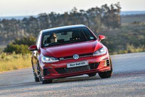 new-golf-gti-driving_001_880x500